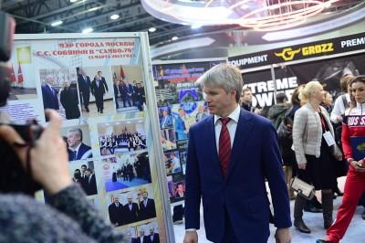 Видео: Министр спорта РФПавел Колобков посетил стенд самбо намеждународной выставке «Спорт»