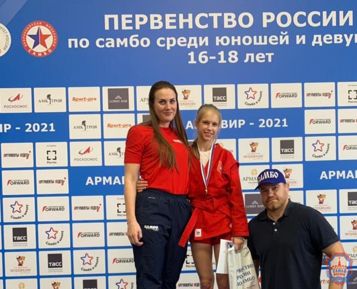 Первенство России по самбо среди юношей и девушек стартовало в Армавире