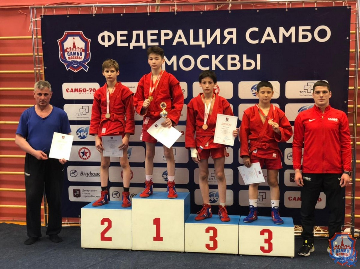 Первенство Москвы по самбо среди юношей и девушек 12-14 лет собрало более 300 самбистов