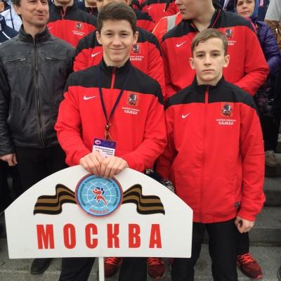 Юношеская команды самбистов изгорода-героя Москвы приехала вСеверную столицу накануне Дня Победы.